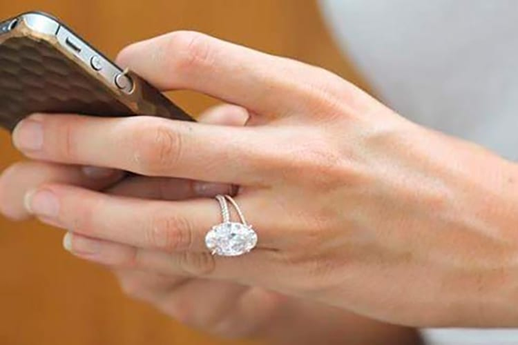 Blake Lively's engagement ring. Photo courtesy of Ringspo