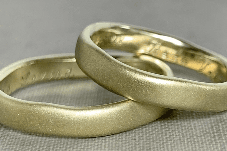 Green gold courtesy of Elizabeth Scott Botanical Jewelry