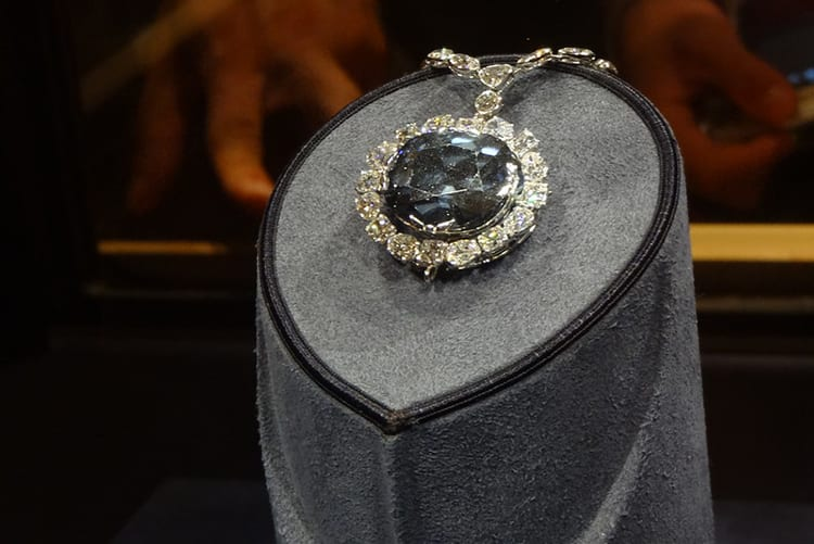 Photo of the Hope Diamond by Verifex