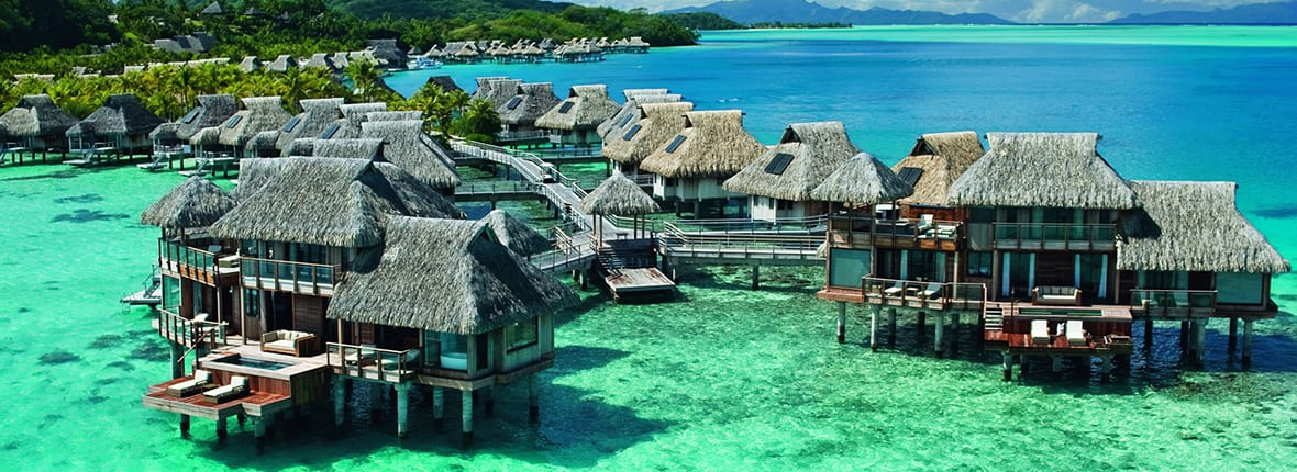 Best overwater bungalows in bora bora for your honeymoon for Bungalows flotantes en bora bora