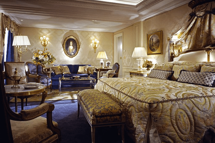 The most romantic suites in paris for Luxury hotels paris france