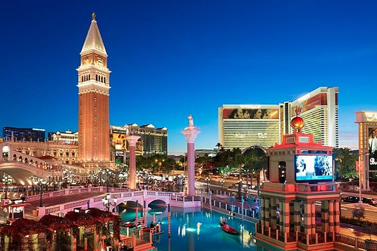 Las Vegas Honeymoon Getaway Guide The Plunge